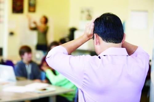 压力巨大不堪重负 英国教师路在何方?