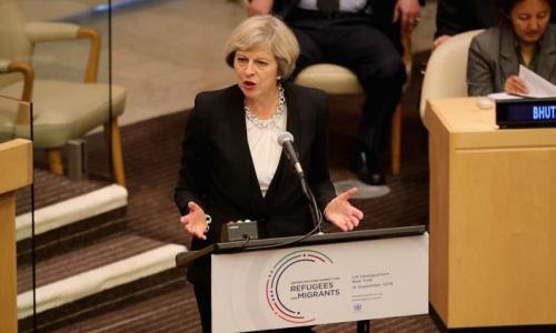 """英国首相呼吁管控边境 全球联合应""""移民失控"""""""