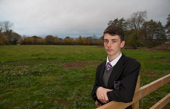 英国14岁男孩倒卖土地净赚1700万元