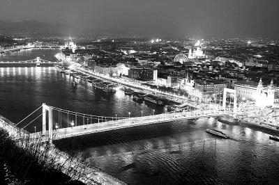 匈牙利布达佩斯新伊丽莎白桥